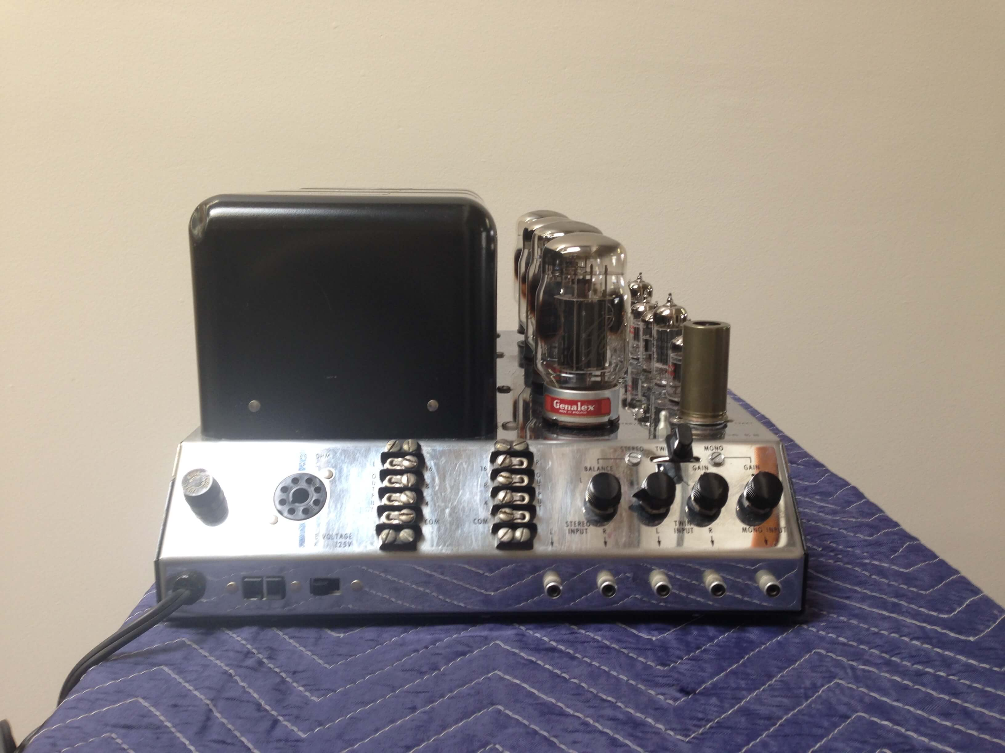 McIntosh MC 275 amplifier (sold only with C22 preamplifier)