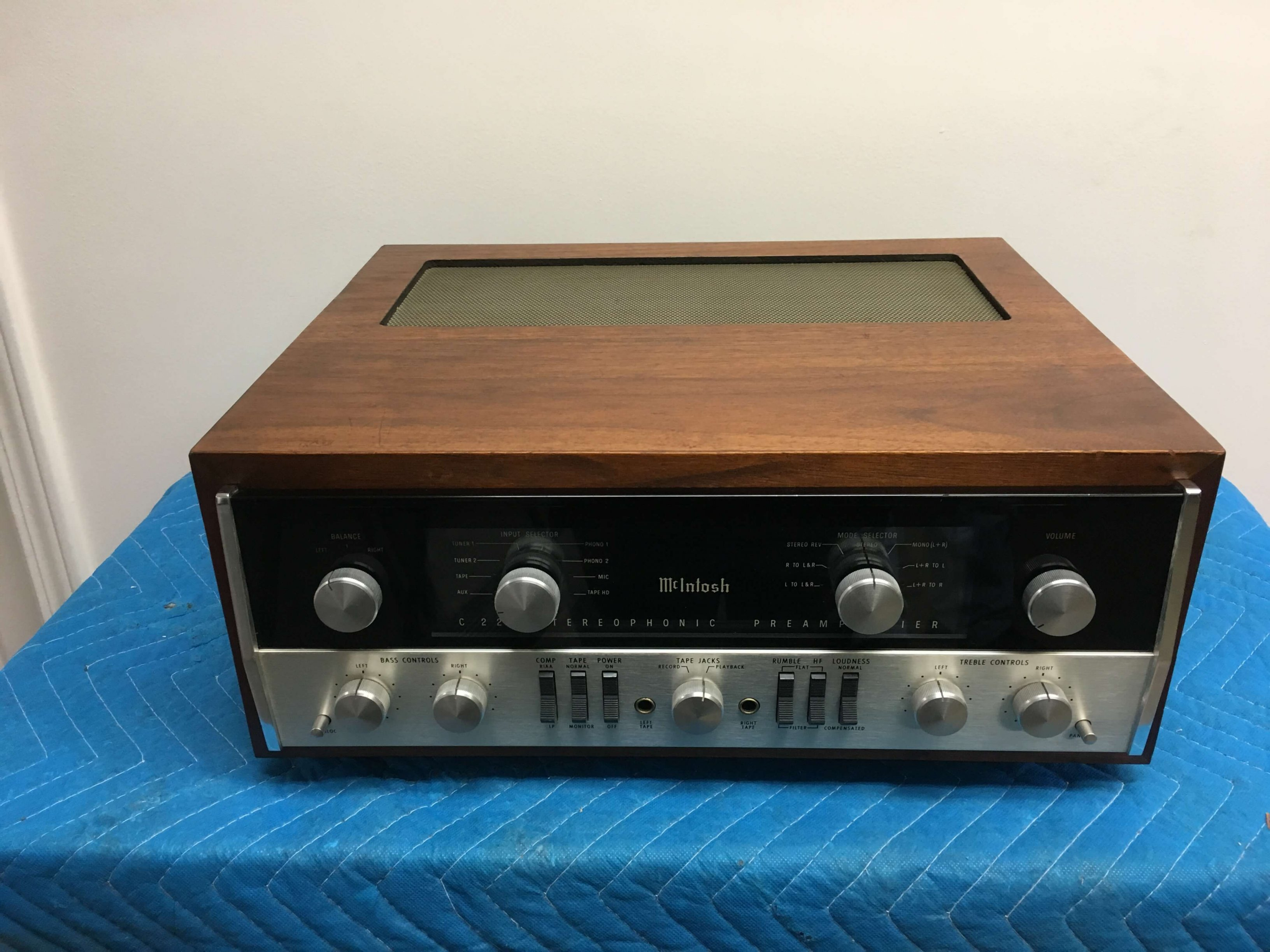 McIntosh C22 preamplifier (sold only with MC 275 amplifier)