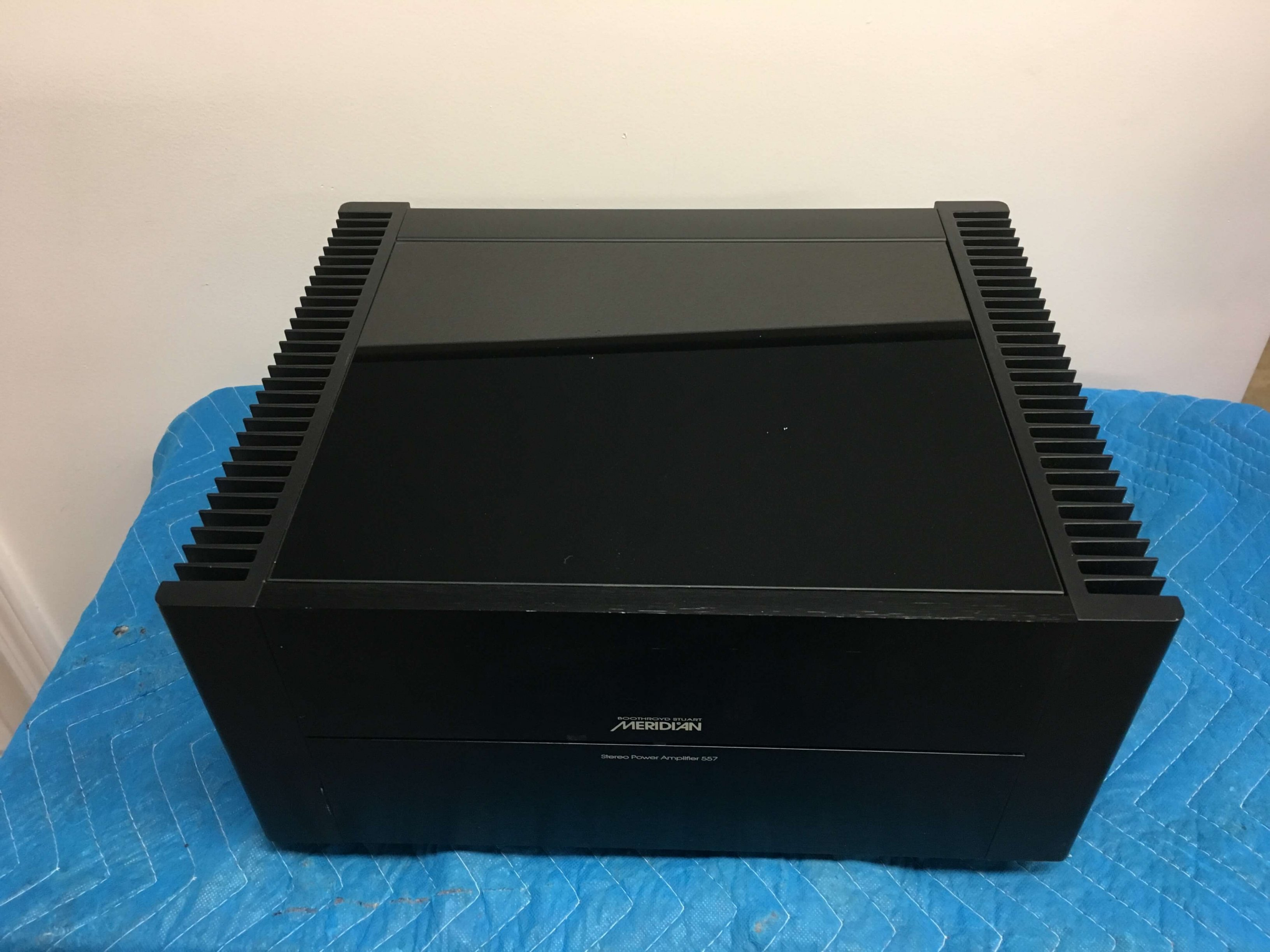 Meridian 557 stereo power amplifier