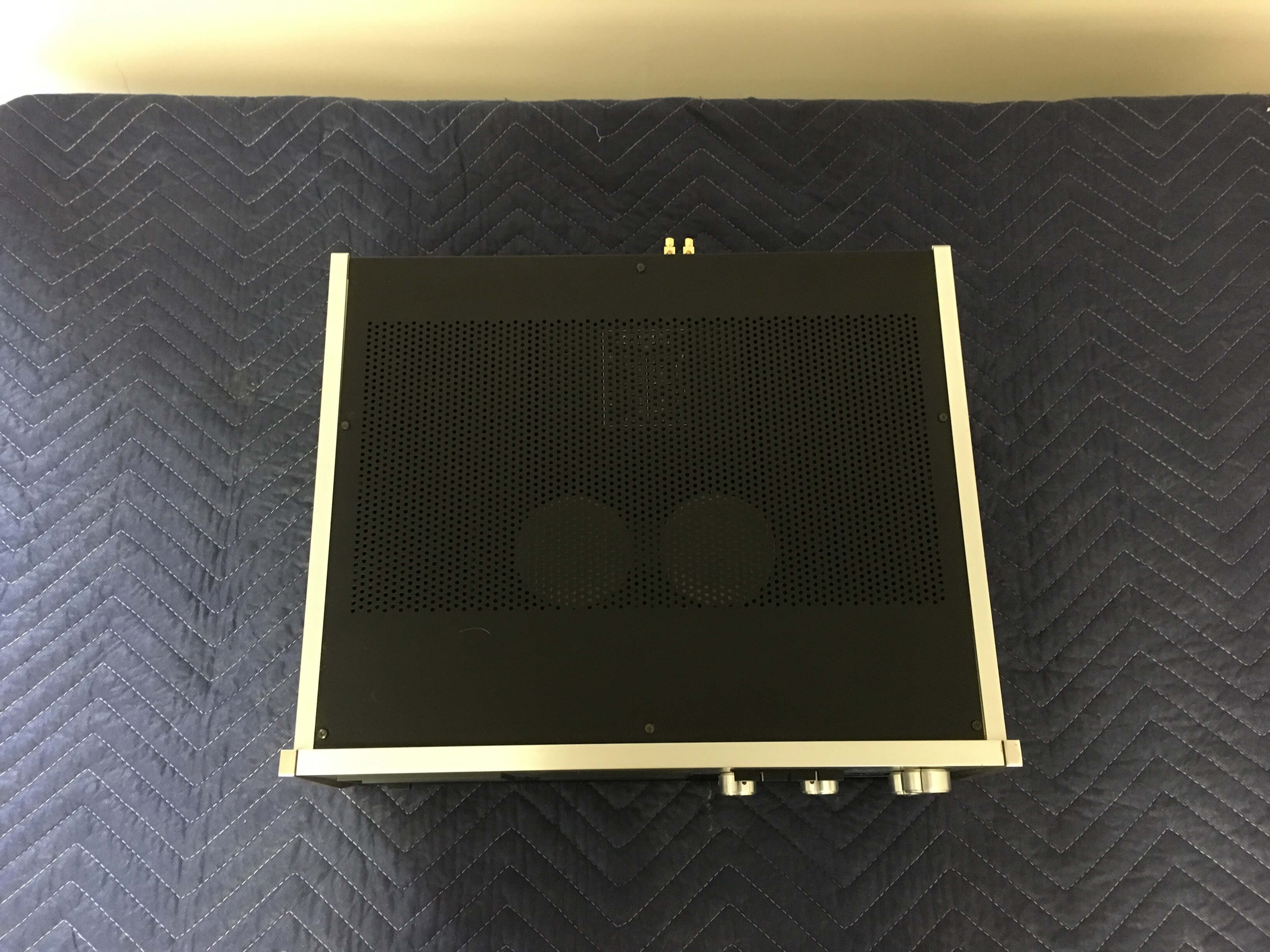 Accuphase P-300 power amplifier (sold only with Accuphase C-200)