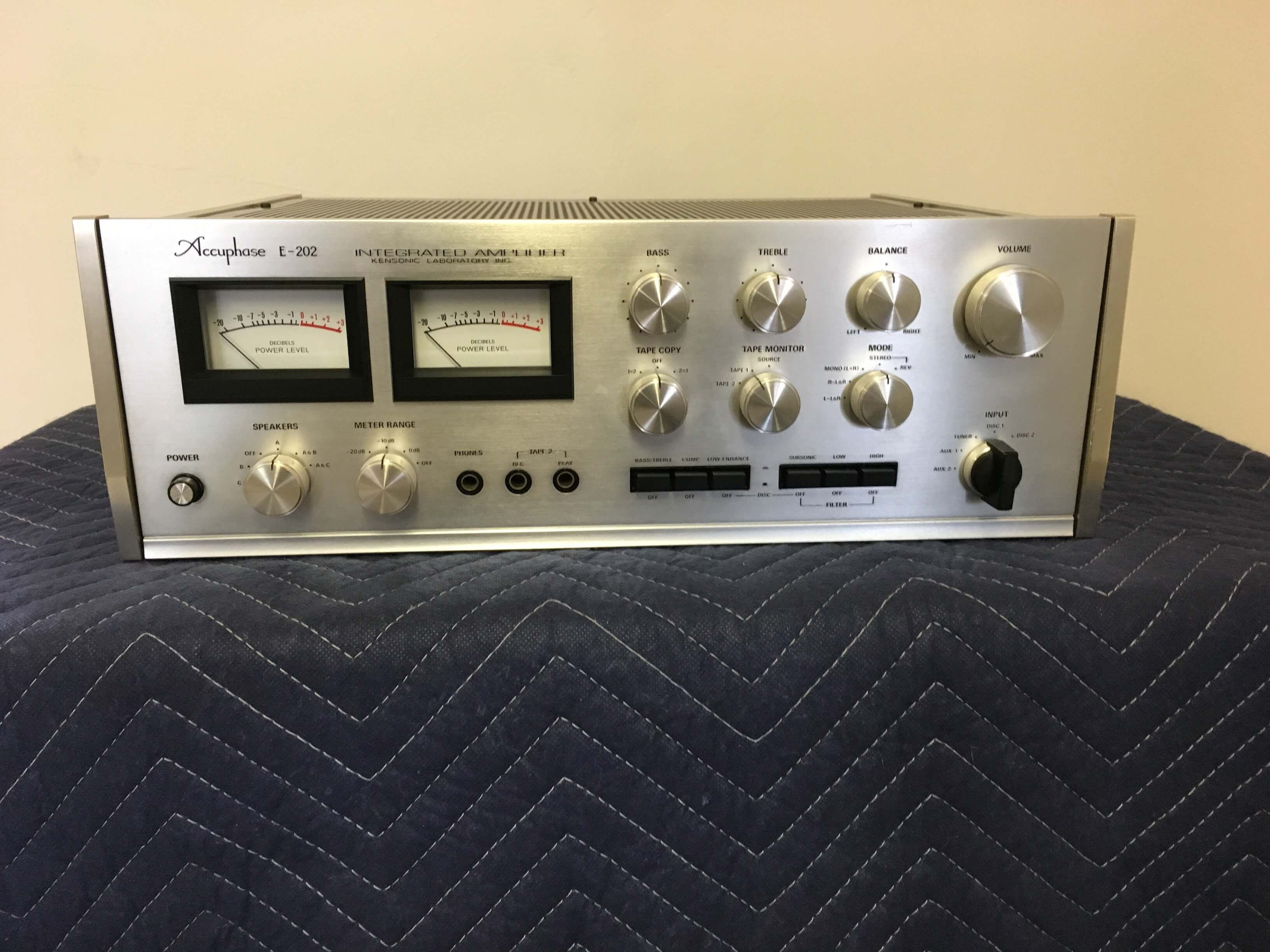 Accuphase E-202 integrated amplifier