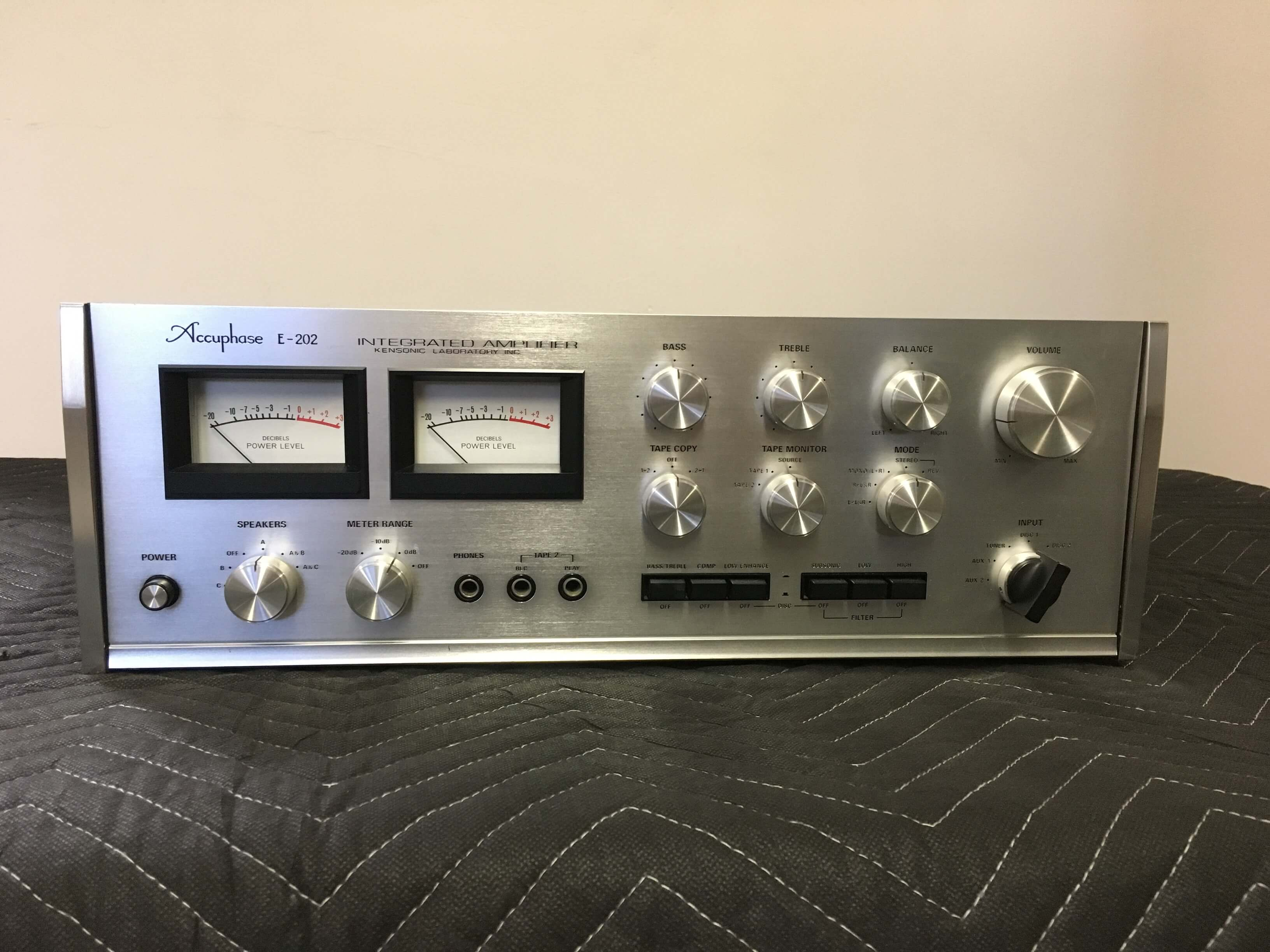 Accuphase E202 integrated amplifier