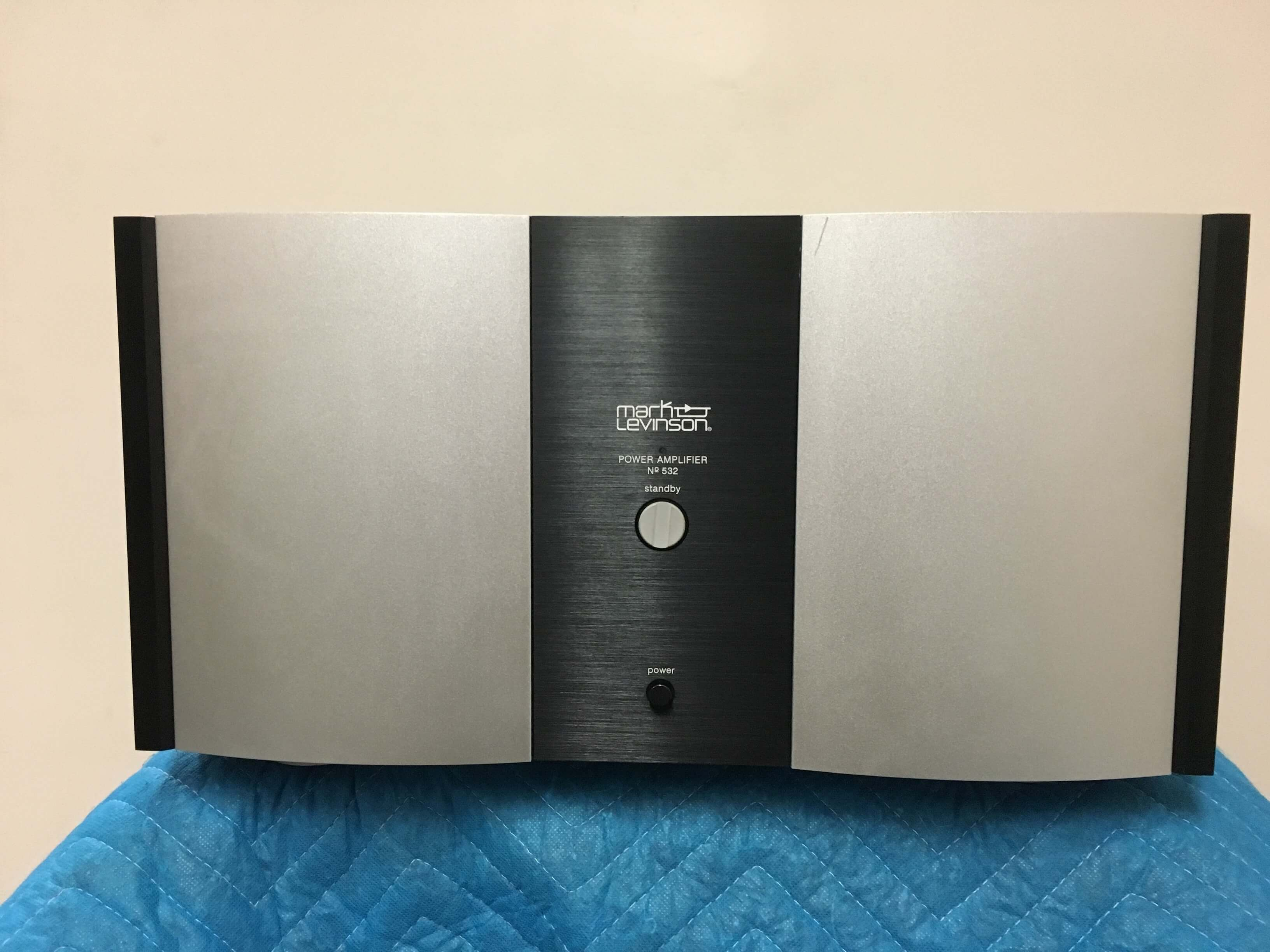Mark Levinson 532 power amplifier