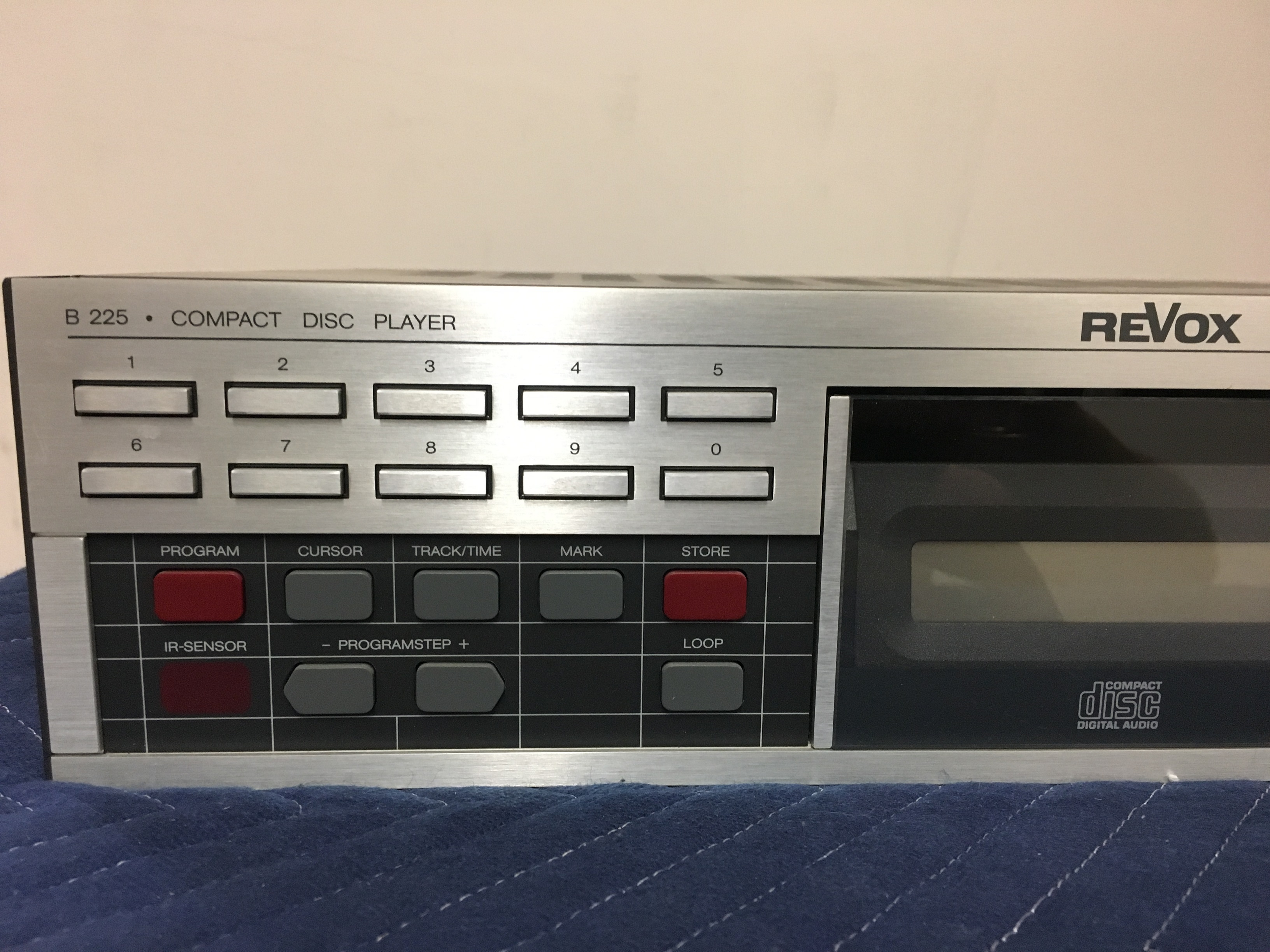 ReVox B225 compact disc player