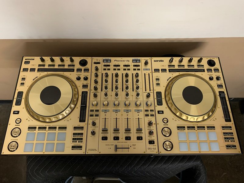 Pioneer DDJ-SZ pro DJ controller