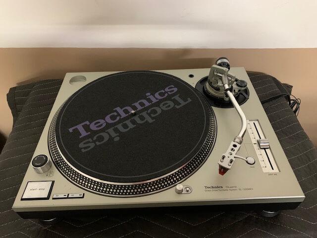 Technics Quartz direct drive turntable SL-1200MK5